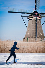 Kinderdijk (joyrex) Tags: winter snow mill ice windmill iceskating sneeuw skating nederland thenetherlands kinderdijk molen windmolen schaatsen speedskating schaatser