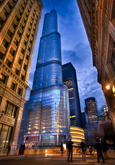 Photo Walk Blue Hour at the Trump Tower (Chris Smith/Out of Chicago) Tags: longexposure chicago lamp architecture clouds skyscraper motionblur national bluehour trumptower wrigle
