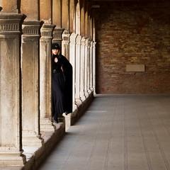 Girl in black (Raymond Kuilboer) Tags: model black girl posing venice venetie venezia column