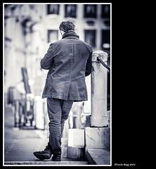 appoggio riflessivo (magicoda) Tags: street venice sea people blackandwhite bw italy woman sun white man black feet water backlight see donna nikon dad italia foto wind candid father panty curioso tourist bn persone uomo thong voyeur barefoot upskirt fotografia vpl dslr sole pap venezia nero sandal gonna piedi biancoenero controluce vento turisti seethru turista veneto d300 2016 nowife vedere perizoma turists equilibri noskirt blackwhitephotos turiste streetphotografy nomom magicoda davidemaggi maggidavide