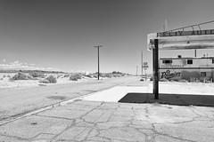 Felix Auto Repair (autobahn66.com) Tags: california blackandwhite abandoned desert decay saltonsea