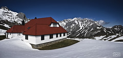 Pequea casa en la montaa/ LIttle house in the mountain (Jose Antonio. 62) Tags: espaa snow mountains beautiful photography spain colours nieve montaas picosdeeuropa aliva andara