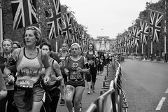 Determined (cuppyuppycake) Tags: uk england holiday jack nikon memorial day marathon union bank palace flags 10k runners buckingham 2016 vitality london10000 d7200
