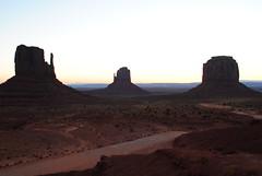 BREAKING DAWN - MONUMENT VALLEY (appaIoosa) Tags: arizona navajo monumentvalley monumentvalleynavajotribalpark appaloosa navajonationreservation