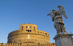 "Castel Sant'Angelo, angelo con la croce • <a style=""font-size:0.8em;"" href=""http://www.flickr.com/photos/89679026@N00/6478129727/"" target=""_blank"">View on Flickr</a>"
