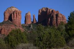 Sedona: Cathedral Rock (pepolino) Tags: blue red arizona usa rock rocks unitedstates desert blu sedona redrocks redrock roccia rocce rosso  deserto oakcreek rockydesert desertoroccioso formazionerocciosa  rocciarossa