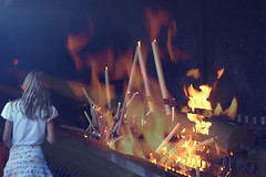Serie Inferno. Fátima II (Jhonny Catanho) Tags: travel portugal church colors girl vintage children fire pain monumento culture iglesia retro niña story viajes fuego fogo velas madeira humo cultura fatima dolor fátima sufrimiento folclore virgendefatima