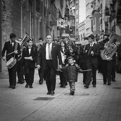 12:31 (BuRegreg) Tags: street spain streetphotography albacete castillalamancha musico 2011