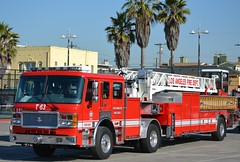 LOS ANGELES FIRE DEPARTMENT (bravo457) Tags: lafd firetruck venicebeach americanlafrance laddertruck losangelesfiredepartment lafire losangelesfire lightforce