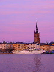 Sunrise colors in Stockholm, Riddarholmen island (Sir Francis Canker Photography ) Tags: longexposure sea lake reflection tower tourism church beautiful skyline night sunrise landscape island noche boat twilight perfect cityscape waterfront cathedral sweden stockholm dusk cityhall catedral iglesia landmark icon tourist illuminated chiesa reflejo nocturna destination townhall gamlastan sverige duomo scandinavia notte estocolmo suede mairie stadhuis suecia stadshuset ayuntamiento riflesso lucena riddarholmskyrkan svezia arenzano comune tz10 zs7