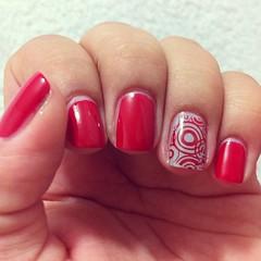 31 Day nail challenge - Day 1: red (/Babs) Tags: red valencia square grey nail vermelho nailpolish cinza unhas risque unha esmalte tubinho preguicinha konad buddlemonster