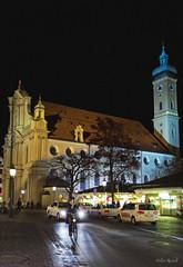Abends an der Heilig-Geist-Kirche (Helmut Reichelt) Tags: leica germany mnchen bayern deutschland bavaria abend nacht m9 viktualienmarkt colorefexpro voigtlandernokton35mmf14sc heilggeistkirche