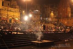 Celebración en Varanasi (Sociedad Geográfica de las Indias) Tags: travel viaje india asia varanasi pooja puja ganga ganges ghats benarés sociedadgeográficadelasindias