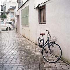 (ari@098) Tags: bicycle mediumformat alley hasselblad okinawa naha portra planar 80mm 500cm 66 planart