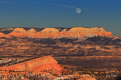 moonrise ([Adam Baker]) Tags: park autumn sunset moon snow canon point landscape utah nation brycecanyon 24105l adambaker 5dmkii