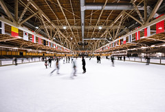 ice skating (Tafelzwerk) Tags: winter cold berlin ice nikon dynamic iceskating icerink iceskates kalt eis eislaufen flaggen eisbahn fahnen dynamik hohenschnhausen schlittschuh eislaufhalle eisbrenberlin schlittschuhbahn d7000 nikond7000 sigma816mm tafelzwerk tafelzwerkde