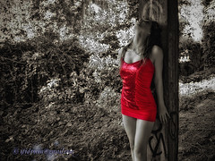 Alone with you (Isidr Cea) Tags: red girl cutout rojo chica modelo ruinas sesion acorua zuiko1454 martavazquez olympuse3 isidrocea isidroceagmailcom