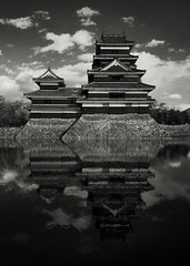Matsumoto Castle (c_c_clason) Tags: leica blackandwhite reflection castle japan digilux2 matsumoto schwarzweiss naganoprefecture blackcastle matsumotocastle crowcastle