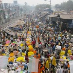 "View of Howrah Flower Market <a style=""margin-left:10px; font-size:0.8em;"" href=""http://www.flickr.com/photos/14315427@N00/6829257761/"" target=""_blank"">@flickr</a>"