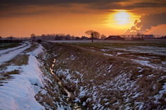 Lincolnshire (jillyspoon) Tags: trees winter sunset sky sun white snow cold grass landscape frozen dusk farm smoke lincolnshire icy canon60d cottampowerstation willinghambystow 55250mm niftytwofifty