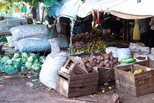 """Malindi_Mercato (9 di 13) • <a style=""""font-size:0.8em;"""" href=""""http://www.flickr.com/photos/121308622@N02/13991772851/"""" target=""""_blank"""">View on Flickr</a>"""