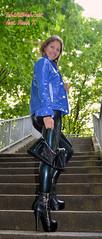 Liebe auf den ersten Blick. (IchWillMehrPortale) Tags: sexy public fashion fetish dresden im label rubber ring glossy ricci sachsen latex gummi kinky in alltag dreh handtasche glänzend modisch einzigartig leidenschaft tragbar umhängetasche rubbber mittlerer gummibekleidung lldesaxe modeisch