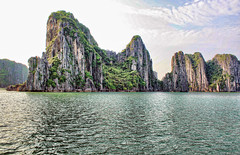 Halong Bay (bellomo.marco89) Tags: travel sea canon bay vietnam hanoi viaggi halong thebeach baia urbanfarm 400d unipa potd:country=vn