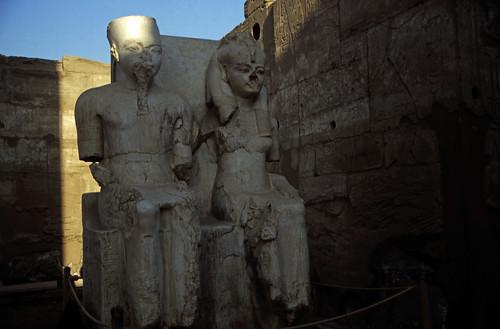 """Ägypten 1999 (252) Tempel von Luxor: Doppelstatue von Amun und Mut • <a style=""""font-size:0.8em;"""" href=""""http://www.flickr.com/photos/69570948@N04/28209009341/"""" target=""""_blank"""">View on Flickr</a>"""