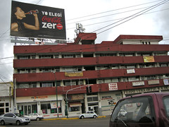 red building (khiaaok) Tags: street building calle nikon publicidad edificio spot anuncio acapulco marca brand 9821 adversiting 05072010