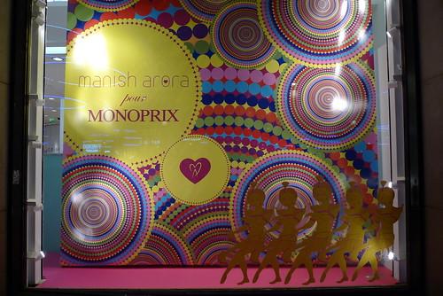 Vitrines Monoprix par Manish Arora Champs Elysées - Paris, décembre 2011