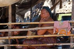 4369 (CamBrivio) Tags: fiume mani povert banbini camboglia