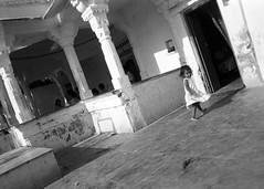 Udaipur (Riverman___) Tags: travel people blackandwhite india film md minolta 28mm 1999 hp5 ilford fp4 f28 rajasthan udaipur x700 rokkor
