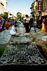 Kolam() Competition- Mylapore (Padmanabhan' (Paddy)) Tags: portrait india streetphotography streetlife photowalk chennai tamilnadu cwc mylapore sigma70300 kapaleeswarartemple kolangal chennaiweekendclickers cwc128