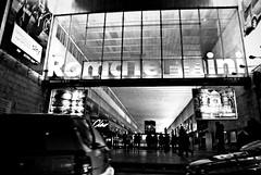viaggiare a cavallo dell'anno (. c a n d i d a .) Tags: street bw roma ciao stazione treni arrivi partenze romatermini viaggiatori
