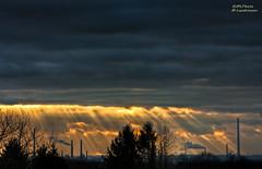 Sun rays (Markus Landsmann - markuslandsmann.zenfolio.com) Tags: sun rays pentax k20d pentaxk20d sigma sigmaapo70300 sunset clouds wolken leverkusen hdr sonnenstrahlen mlphoto mlphoto markuslandsmannzenfoliocom