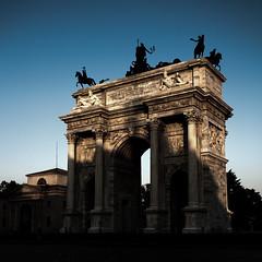 milano (www.jlosada.com and @jorge_losada on Instagram) Tags: horses italy monument caballos puerta italia arch monumento milano triumph arcodetriunfo miln conmemorativo jorgelosada