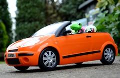 Wanda's travels... (toomuchdolls) Tags: lampe wanda citroen frog niko grenouille c3 pluriel wonderfrog