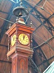 Uruguay, Montevideo (balavenise) Tags: clock uruguay restaurant cité meat mercado horloge montevideo marché ville viande