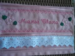 Toalha com flor de croch (Tania artes) Tags: toalha fita bordado pontocruz vagonite flordecroch passafita