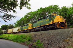 R&N PIFF (Hank Rogers) Tags: pa pennsylvania pittston pittstontownship rr railroad train freight economy economic industry industrial rail traffic piff summer green 3056 3058 rn3056 rn3058 rnpiff rn rbmn readingnorthern move products system
