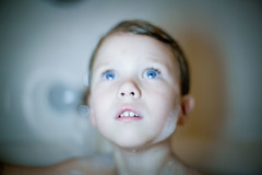 arthur (madalena.leles) Tags: boy portrait usa america kid bath child unitedstates retrato connecticut greenwich garoto eua criana 50mm12 menino banho estadosunidos