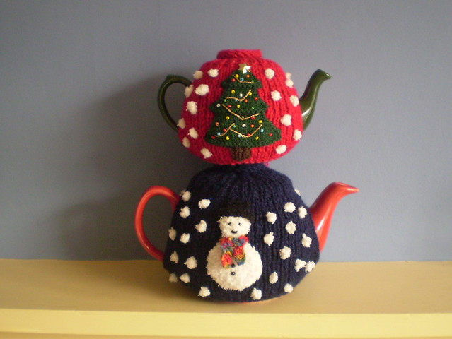 Ravelry Christmas Tea Cosy Pattern By Frankie Brown