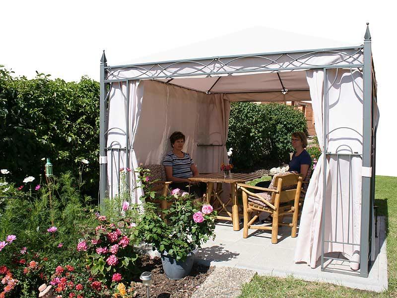 Ferienhof Laux - Pavillion im Garten