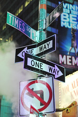 Which way (Mathieu Thauvin) Tags: new york city light blur cars night way lens one photo nikon flickr traffic lumire picture direction f18 jam circulation nuit flou voitures brodway d700