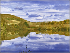 Reflets sur le Lot ...... Luzech (lo46) Tags: france beautiful lot rivire ciel nuages reflets aoi midipyrnes finegold lo46 luzech departementdulot goldstaraward2 platiniumpeaceawards betterthangood3 paysageexplore91