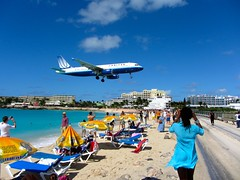 Landing United Airlines Plane Over Maho Beach (puroticorico) Tags: christmas city cruise sea urban food cliff mountains history tourism beach nature water colors dutch ferry architecture shopping airplane island cuisine bay boat town saintmartin airport sand alley colorful paradise village view natural market fort unique capital religion culture parliament casino tourists stmartin historic landing souvenir trail barbecue cruiseship shops sail vista courthouse caribbean arrival storefronts stores departure isle maho hilly oldstreet sanctuary smalltown sintmaarten philipsburg westindies mahobeach offthebeatenpath