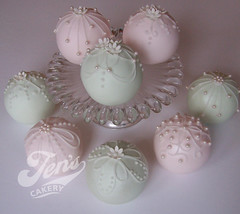 Bauble Cakes (Jen's Cakery) Tags: christmas cakes ball bauble sperical jenscakery