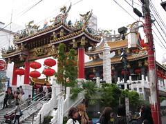 Yokohama  - Chinatown  - Kanteibyo  () Tags: wood sculpture japan temple chinatown  colored yokohama    japon  bois gilt color  kanteibyo dorure quartierchinois