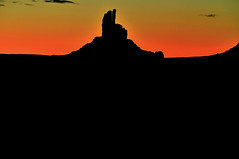 Monument Valey sunrise, Ariaona (SBonswor) Tags: arizona sunrise monumentvalley