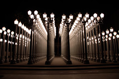 Light Show in LA (Foto-Mike) Tags: california light art museum architecture night canon lens eos lights la los long exposure downtown angeles head tripod country southern mm dslr 1785 blvd wilshire manfrotto 50d 055xprob 808rc4